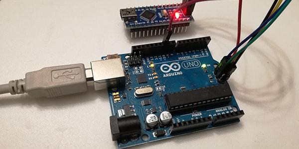 Aggiornare bootloader ATmega328P Nano con Arduino Uno e connettore ISP