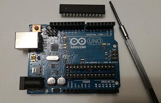 Programmare Arduino LilyPad senza convertitore FTDI rimozione chip ATmega