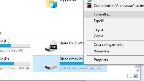 Come formattare una chiavetta USB da Esplora file in Windows formatta