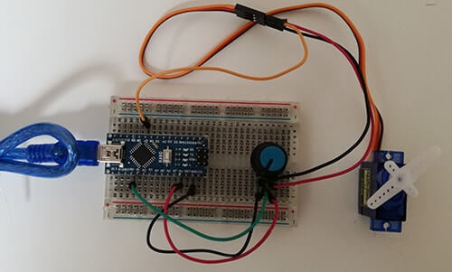 Pilotare un Micro Servo SG90 con Arduino circuito reale